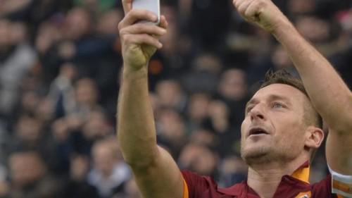 totti-maakt-selfie-gelijkmaker-lazio-roma