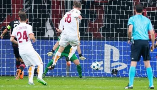 bayer-roma-derossi gol tiro
