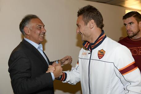 Rinnovo Totti, il Capitano vuole 3 milioni, Pallotta ne offre 1