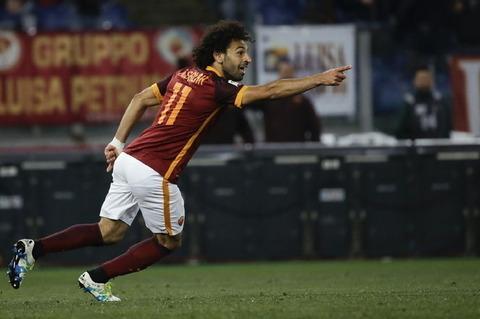 Striscione Regeni frenata del club: imbarazza Salah