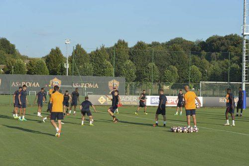 Roma, i convocati per Cagliari: out Juan Jesus e Totti