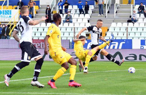 Parma, 4 calciatori positivi al Coronavirus: uno leggermente sintomatico