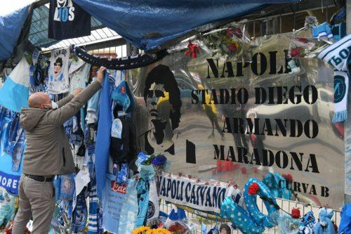 Napoli-Roma, Bruno Conti ai Quartieri Spagnoli per omaggiare Diego
